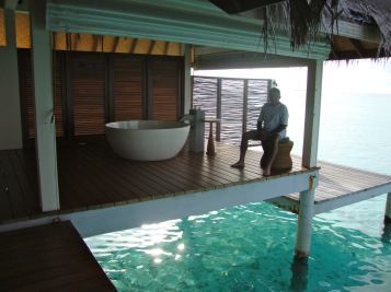 the other half of the spa with an open air bathroom over looking the ocean...